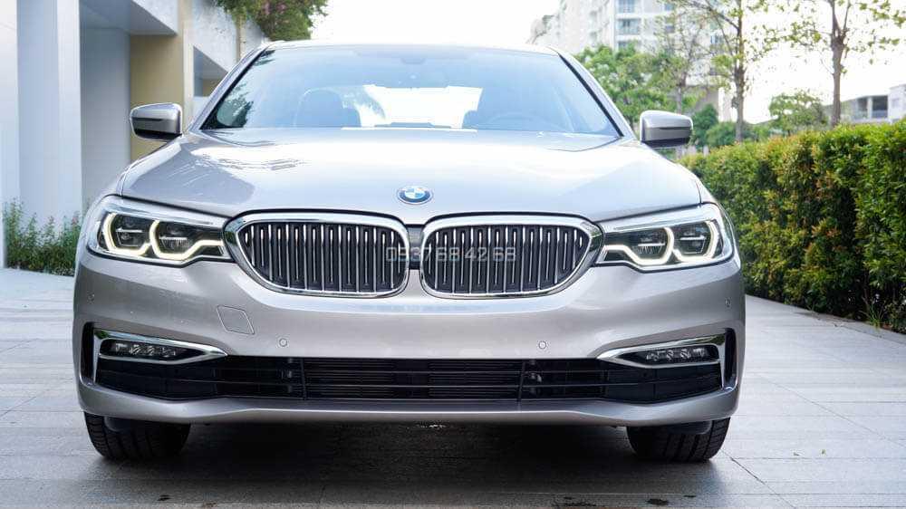 xe BMW Series 5 (BMW 520i và BMW 530i)