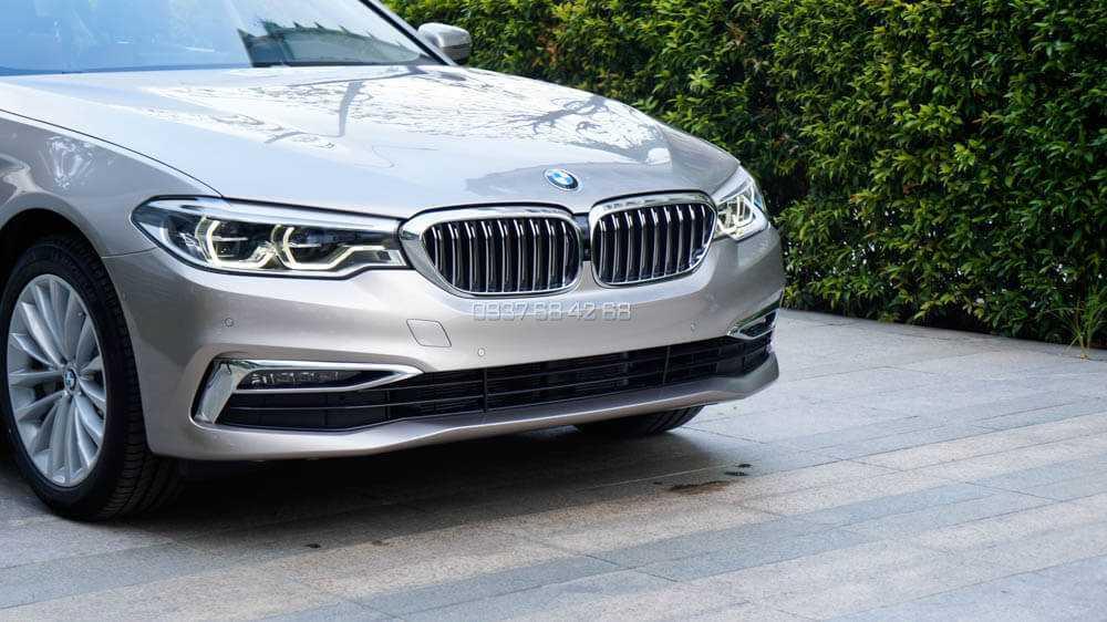 đầu xe BMW BMW 530i