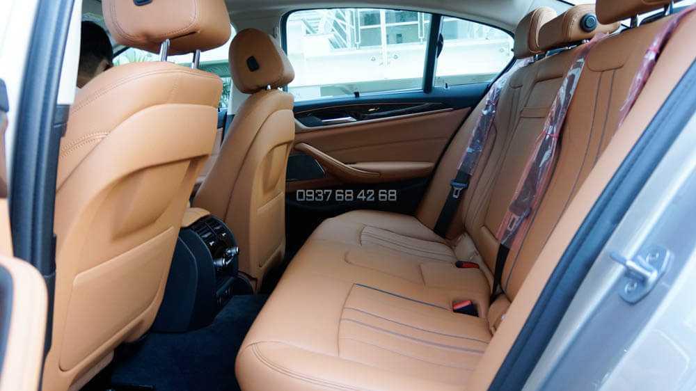 hàng ghế sau BMW 520i