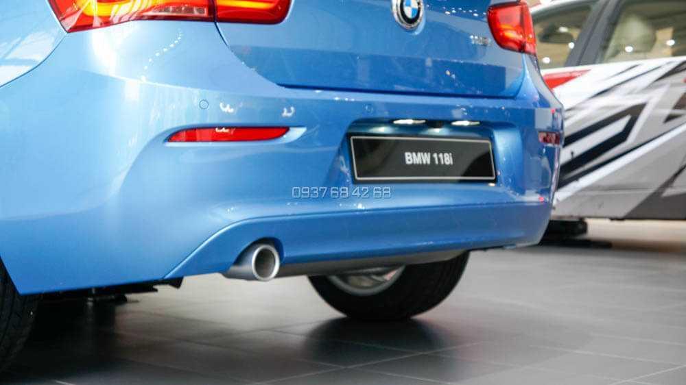 Đuôi xe BMW 118i