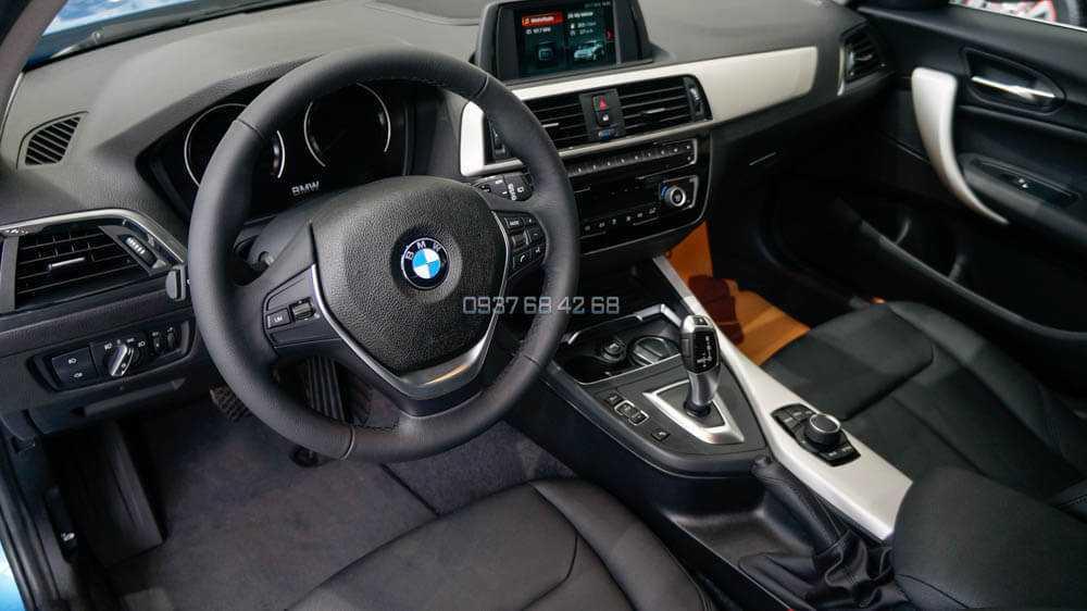 BMW 118i 5 cửa nội thất taplo